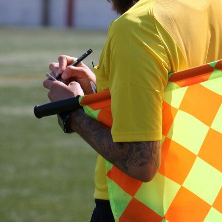 Klađenje na kartone u nogometu