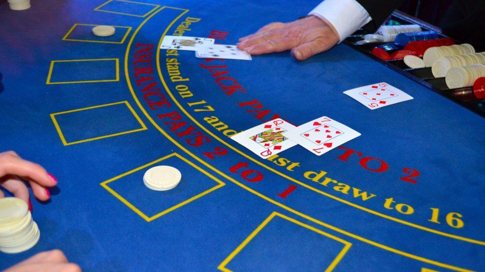 Zašto se dealeri rotiraju u casino igrama?
