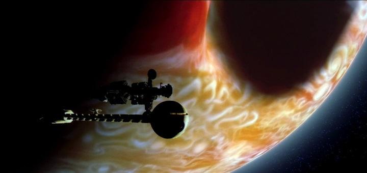 Discovery i Leonov u Jupiterovoj orbiti (foto: Youtube/MGM)