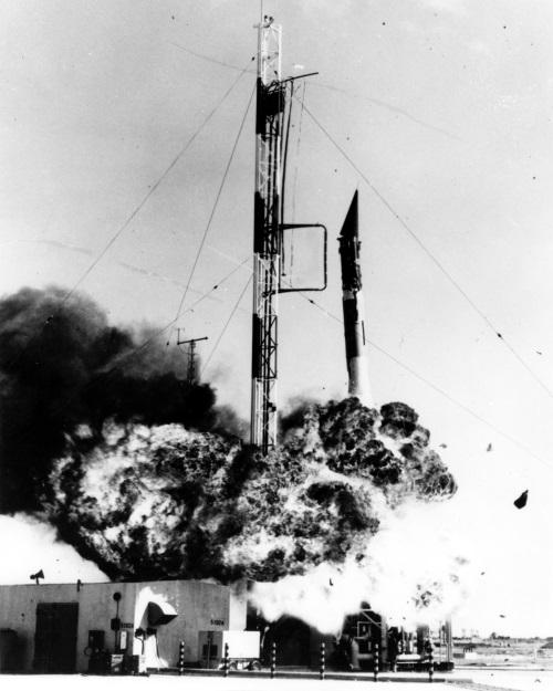 Vanguard_rocket_explodes
