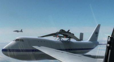 X-302 montiran na Boeing 747, neposredno prije lansiranja (FOTO: Stargate Wikia)