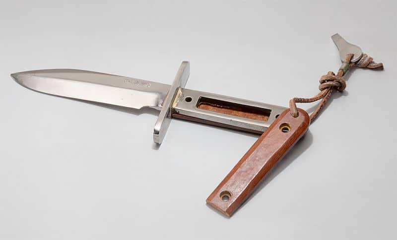 Astronauti programa Mercury imali su nož sa skrivenim odjeljkom za papirić s par ruskih riječi (Credit: Gizmodo)