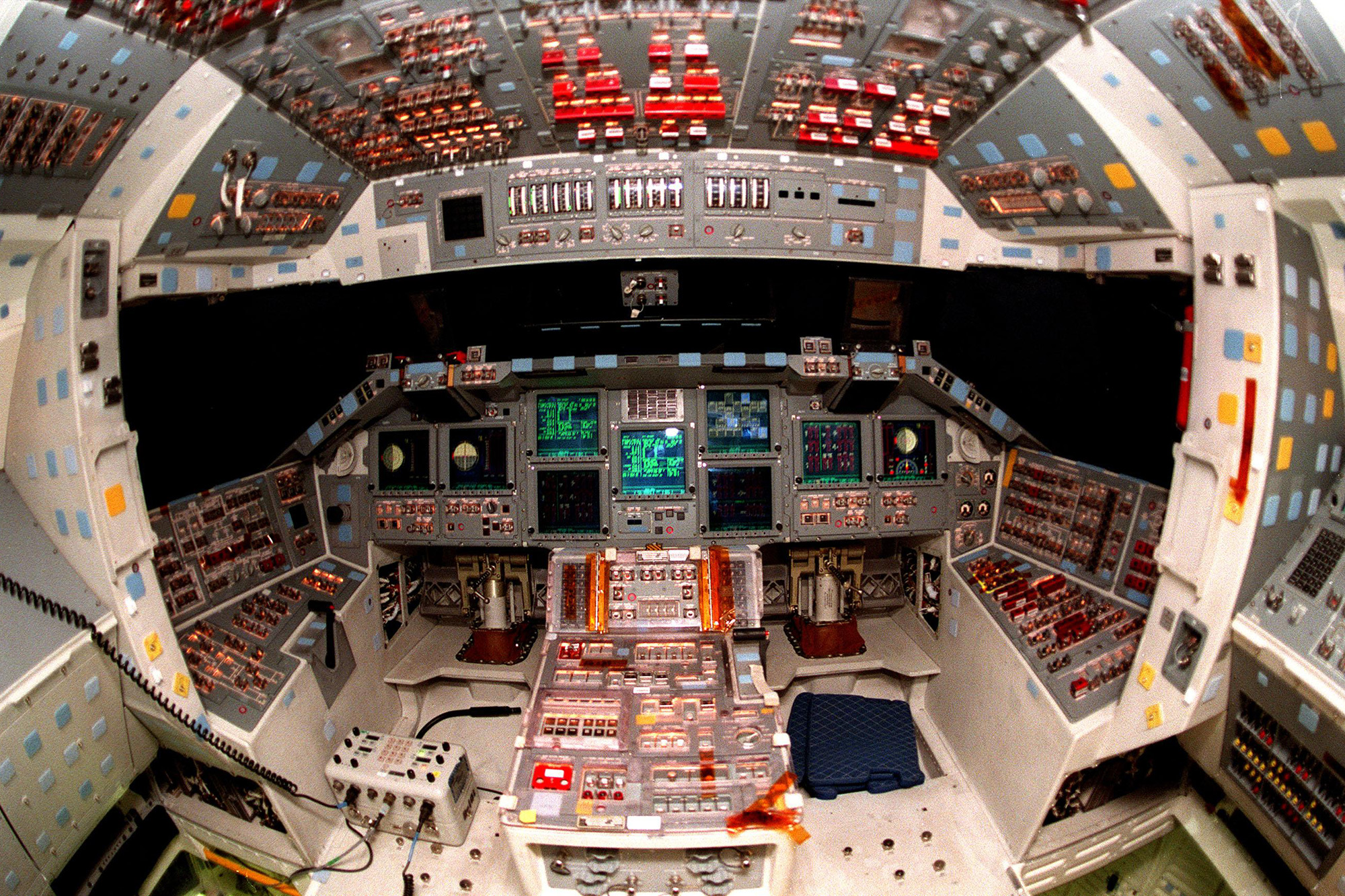 Unutrašnjost Shuttlea Atlantis (Credit: NASA)