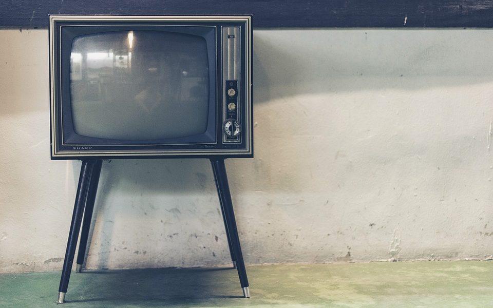 Koji su pozitivni utjecaji televizije na današnje društvo?