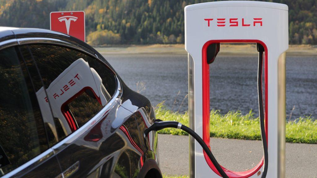 Koliko je Tesla Autopilot siguran? Dvoje ljudi stradalo u Tesla Model S