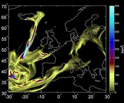 Oblak dima iz islandskog vulkana