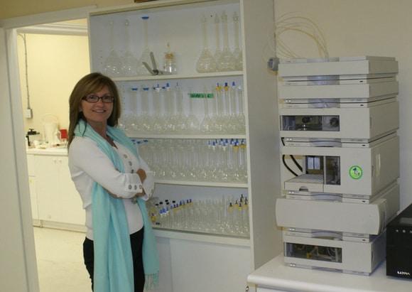 Mirjana Hasanagić u NanoEssentials analitickom laboratoriju.