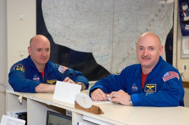 Scott Kelly (lijevo) i Mark Kelly (Credit: NASA)