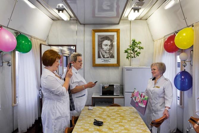 Proslava rođendana jednog od zaposlenika u vlaku Matvei Mudrov. (Credit: William Daniels)