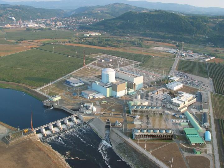 nuklearna elektrana Krško: reaktor je smješten u visokoj cilindričnoj građevini (izvor: icjt.com)