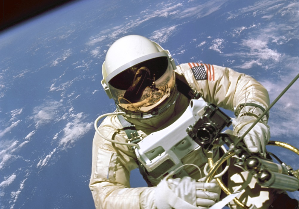 astronaut-white-spacewalk