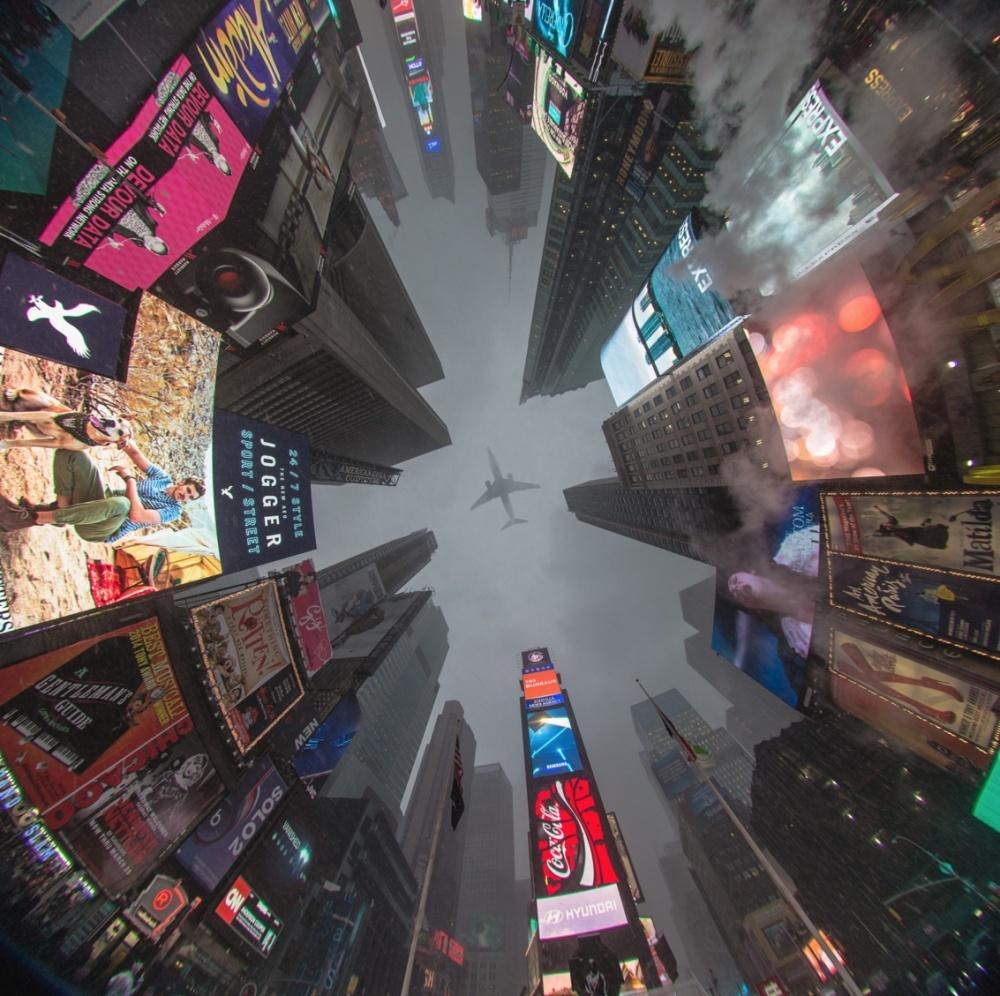 Times Square iz žablje perspektive