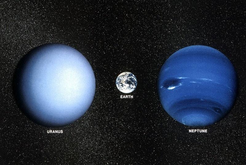 Usporedba veličine Urana i Neptuna sa Zemljom; u sljedećih nekoliko desetljeća neće biti slanja sondi prema njima (Credit: apextribune.com)