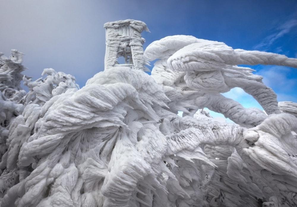 Vrh planine okovan ledom u Sloveniji