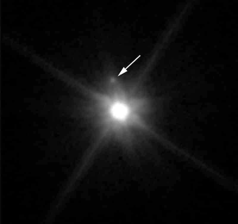 Hubbleova snimka koja je otkrila postojanje satelita u Makemakeovoj orbiti (Credit: NASA)