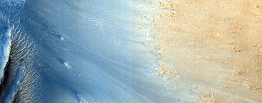 Pogled na naslage sedimenata u karteru Cerberus Palus (FOTO: NASA/JPL/University of Arizona)