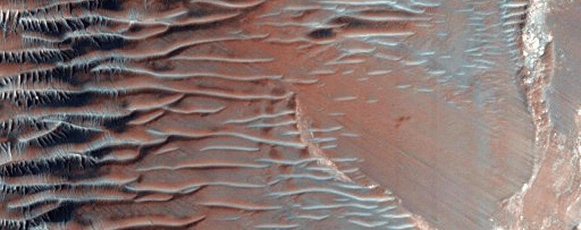 Strmi obronci na u istočnom dijelu Noctis Labyrinthusa (FOTO: NASA/JPL/University of Arizona)