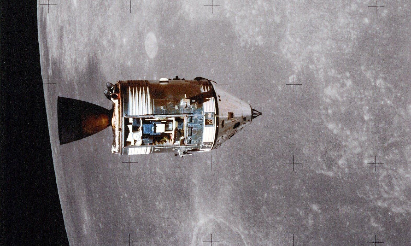 Jedan je astronaut ostajao u orbiti u zapovjedno-servisnom modulu (Foto: NASA)