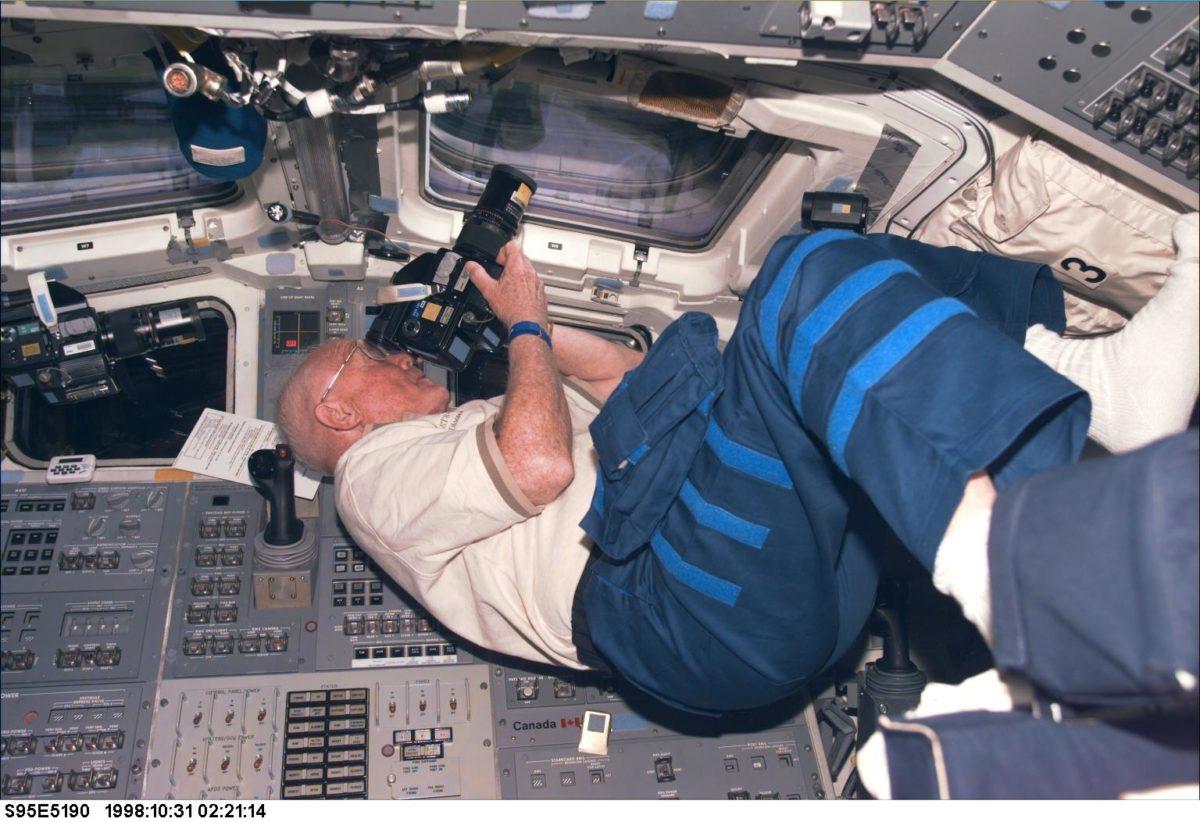 Glenn u Discoveryju (FOTO: NASA)