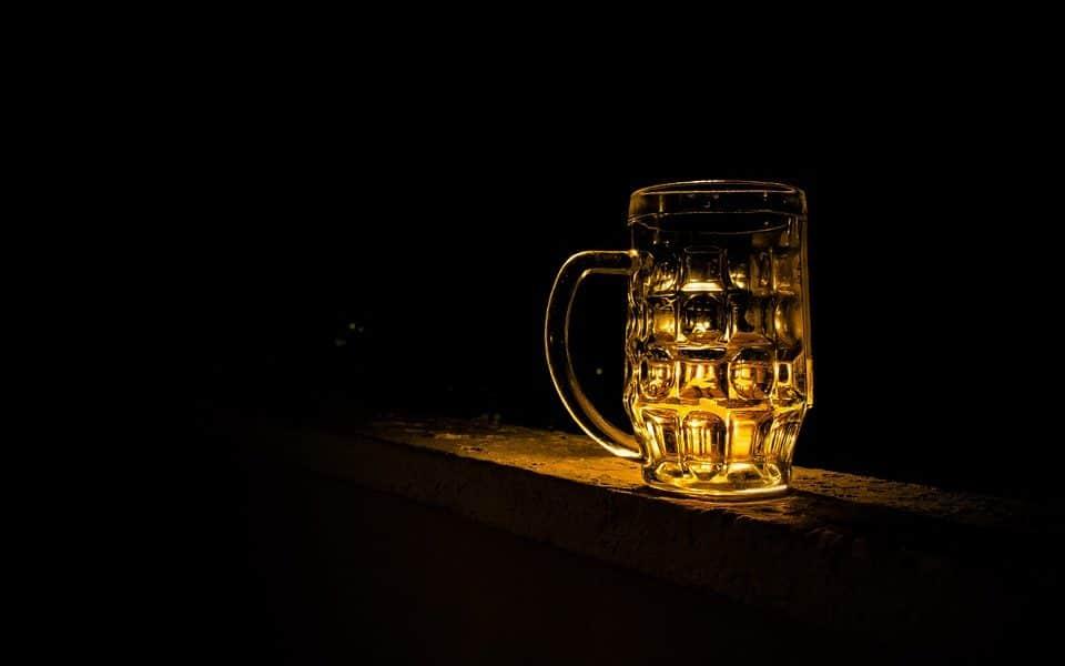 Umjerena konzumacija alkohola ipak ne štiti od moždanog udara