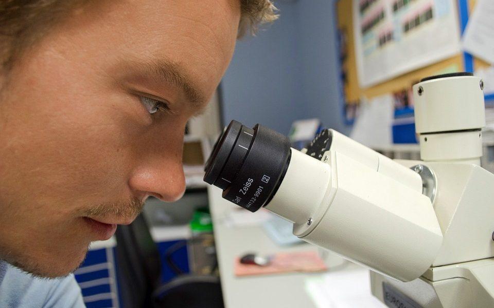 Znanstvenici uspjeli staviti lasere u stanice raka