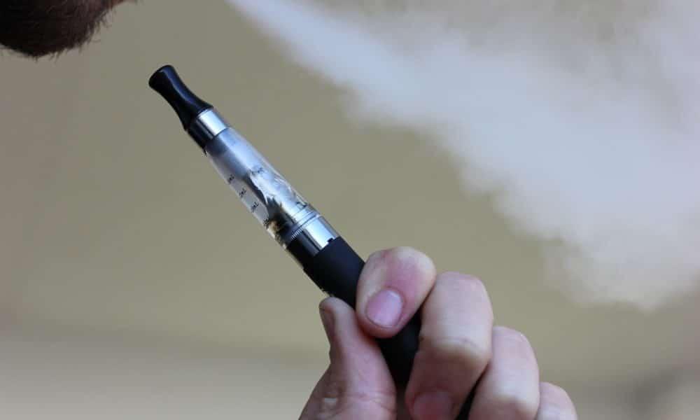 Pušenje klasičnih i e-cigareta povećava rizik od moždanog udara