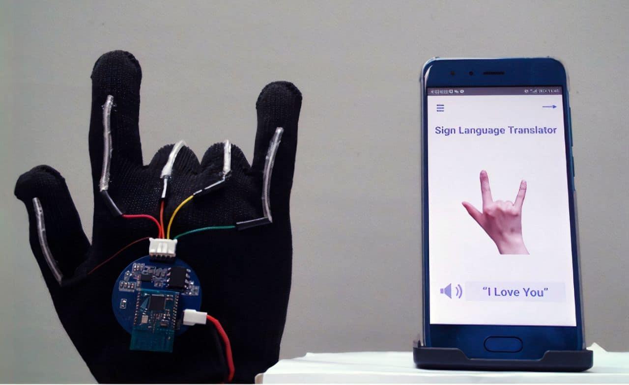 MOŽE PROTUMAČITI PREKO 600 ZNAKOVA! Naučnici osmislili sistem sa hi-tech rukavicom koja prevodi znakovni jezik na engleski