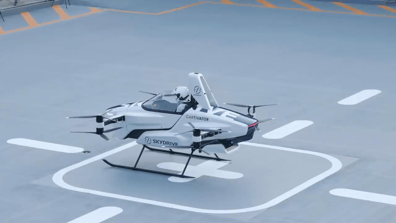 """Japanski """"leteći auto"""" poletio s ljudskim pilotom"""