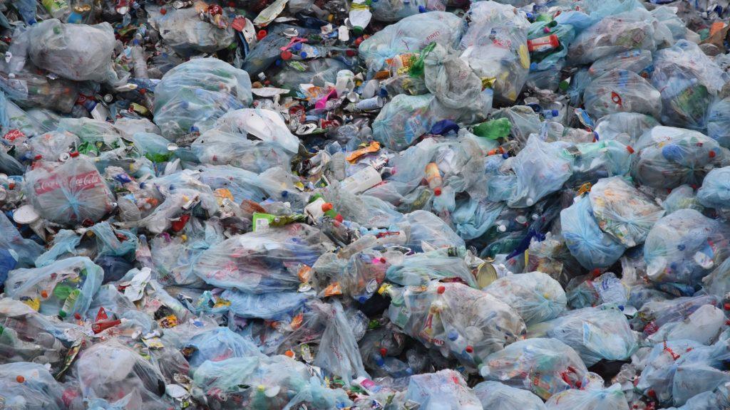 Dvadeset tvrtki odgovorno je za proizvodnju 55% svjetskog plastičnog otpada