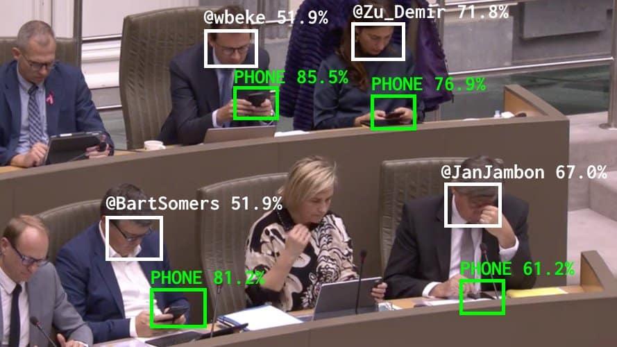 Umjetna inteligencija i političari zaokupljeni mobitelima